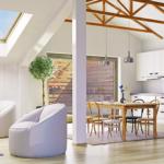 Lavori in mansarda a primavera: sostituire le vecchie finestre per tetti